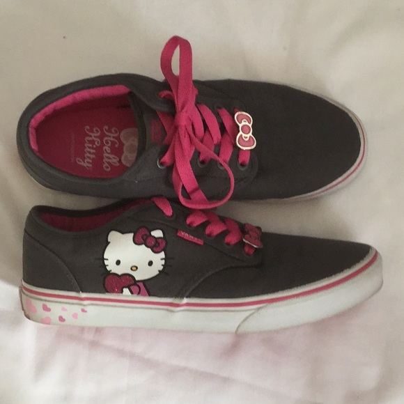 0844481ee Vans Hello Kitty Limited Edition Shoes Women's 9. M_5be340e8aaa5b8d7313f54c5